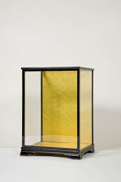 木製人形ケース 間口45cm 奥行25cm 高さ30cm 色=黒塗り 型=前開き 完成品 日本製