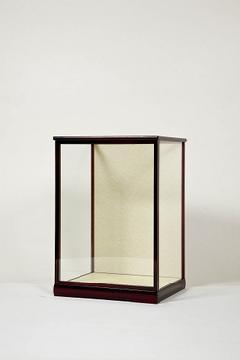 木製人形ケース 間口35cm 奥行30cm 高さ50cm 色=エンジ 型=前開き 完成品 日本製