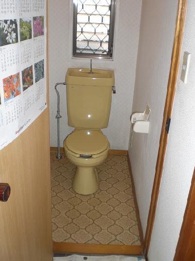 シャワートイレのない基本的なトイレだったのが…
