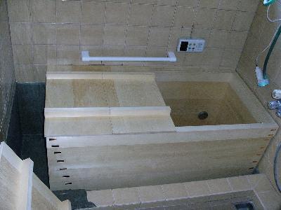 きれいな箱風呂が入りました。