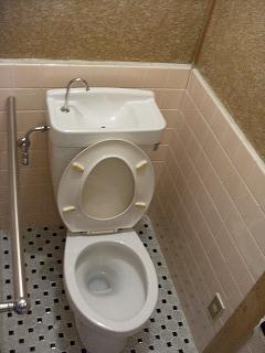 暖房、シャワーなどの機能の無いトイレでした