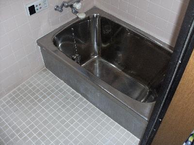 他業者が行った工事で排水不良があり修理しました