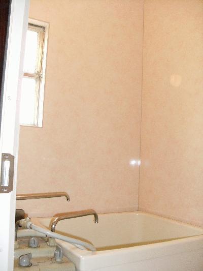 浴室用のパネルをはりました