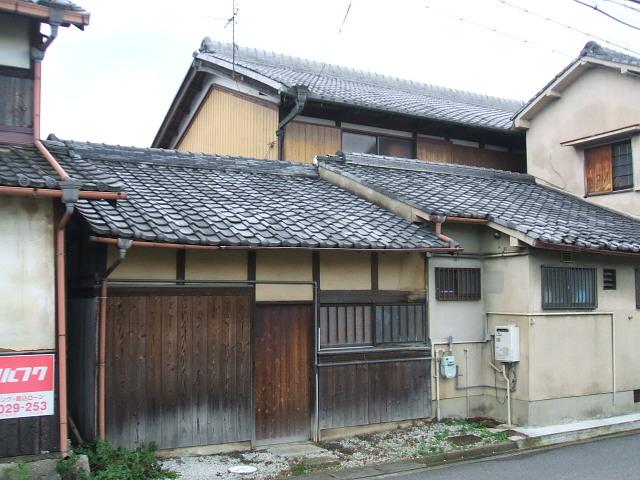 日本瓦土葺きでした。