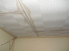 雨漏り修理、補修後のクロス貼り替え