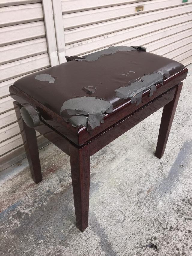 施工前 ピアノ椅子 張替え 張り替え さいたま