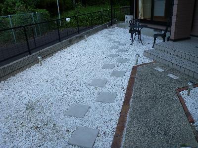 庭砂利敷き ポーチ通路