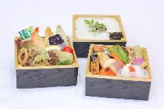 夏の特製弁当(三段)