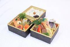秋のプレミアム三段弁当 (牛ステーキ入り)
