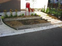 埼玉県蓮田市、K様宅、枕木を使用した駐車場