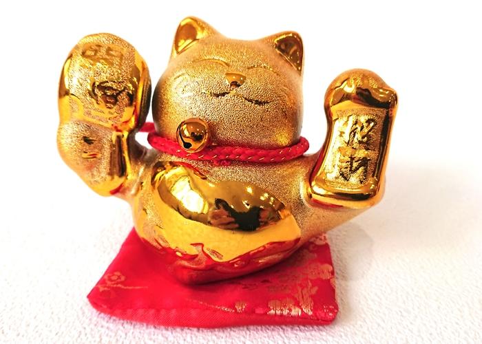 金運招き猫左手小槌(赤座布団付)