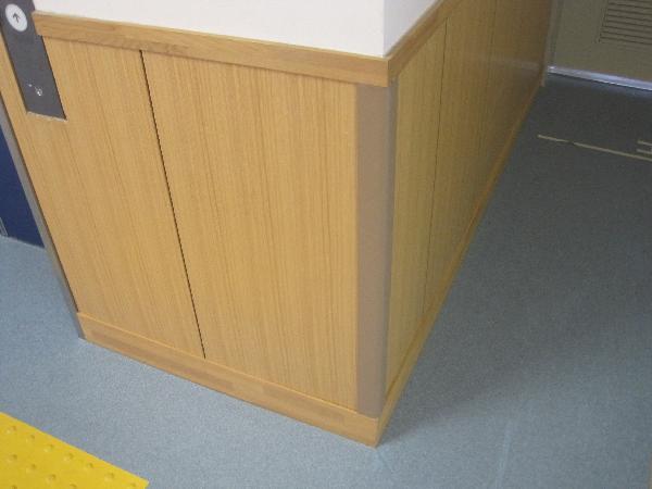 【公共施設】腰板パネルの修理