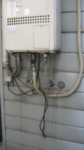 設置前のガス給湯器