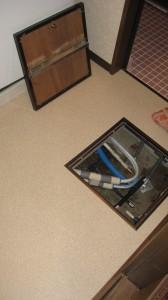 1階洗面所床下点検口取付、給湯・追い炊きつなぎ換え