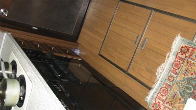 途中から床下に電線下ろして配線したよー
