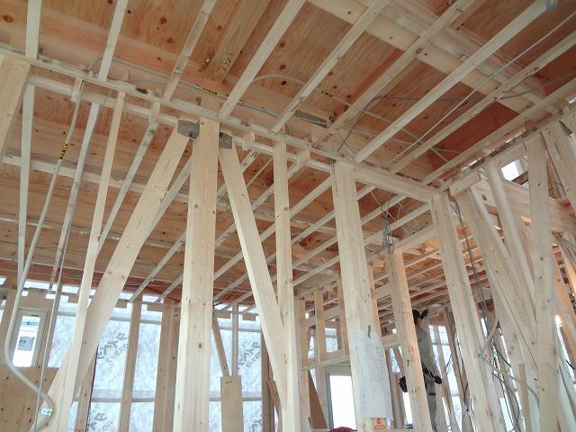 壁・天井の下地工事(大工工事)ができ さー配線だー