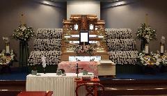 四日市市営北大谷斎場式場1 祭壇設営例