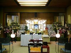 四日市市営北大谷斎場式場3 祭壇設営例