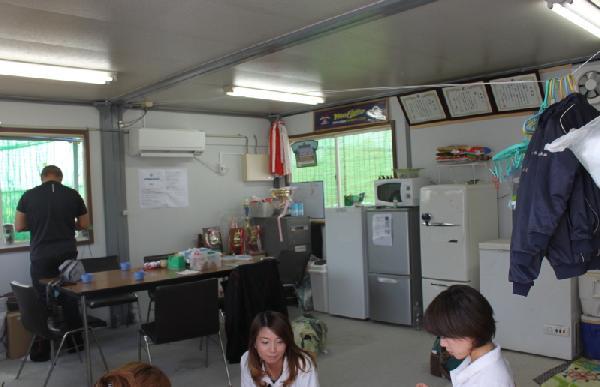 冷暖房完備のクラブハウス(座談室?)