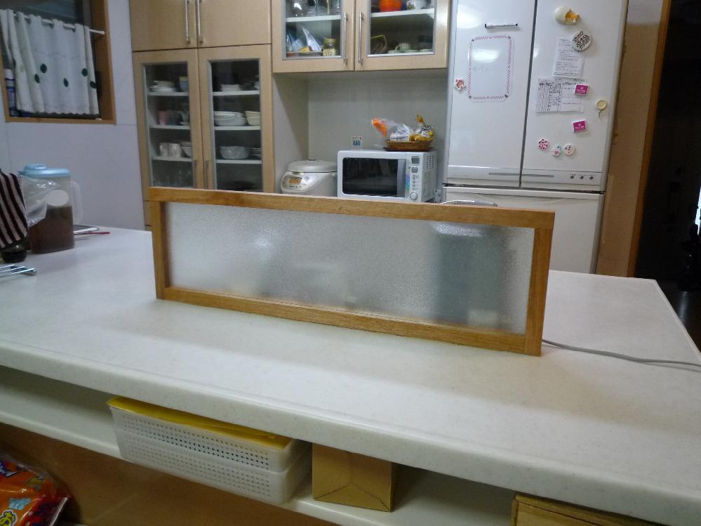 アイランドキッチンに水はね防止をつけました。