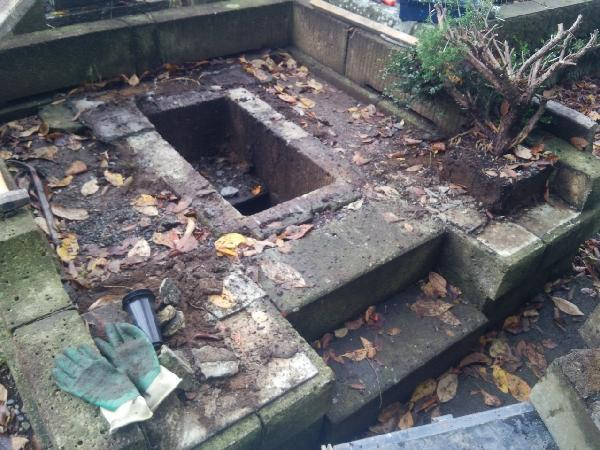 日野公園墓地での墓じまい、施工中