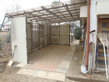 雨風しのげる下屋作業場の完成です。