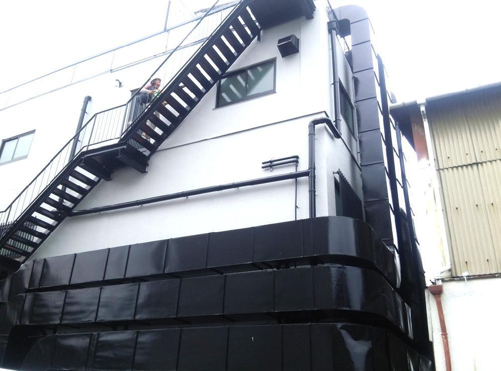 ダクト、非常階段の塗装施工後