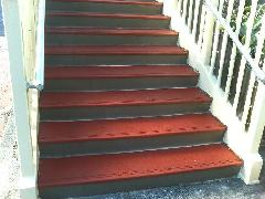階段へのサイレントチップの施工