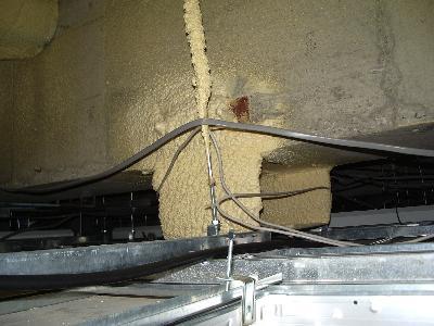 カメラアームを設置するため微振動をカメラ本体に伝えないよう架台の改善工事を行う前の状態。
