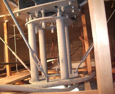 新たに交換した吊り元架台