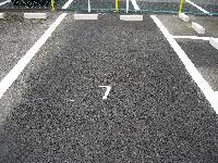 駐車場の施工(車止め、ナンバーリング)