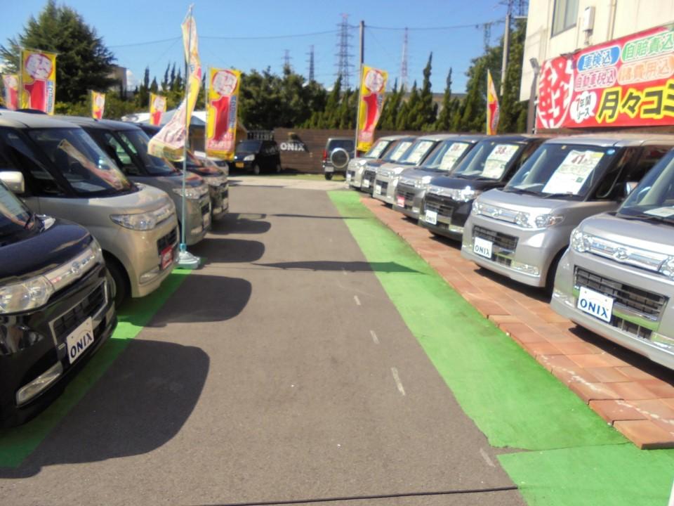新車リースのフラット7オニキス大阪門真店の中古車展示場