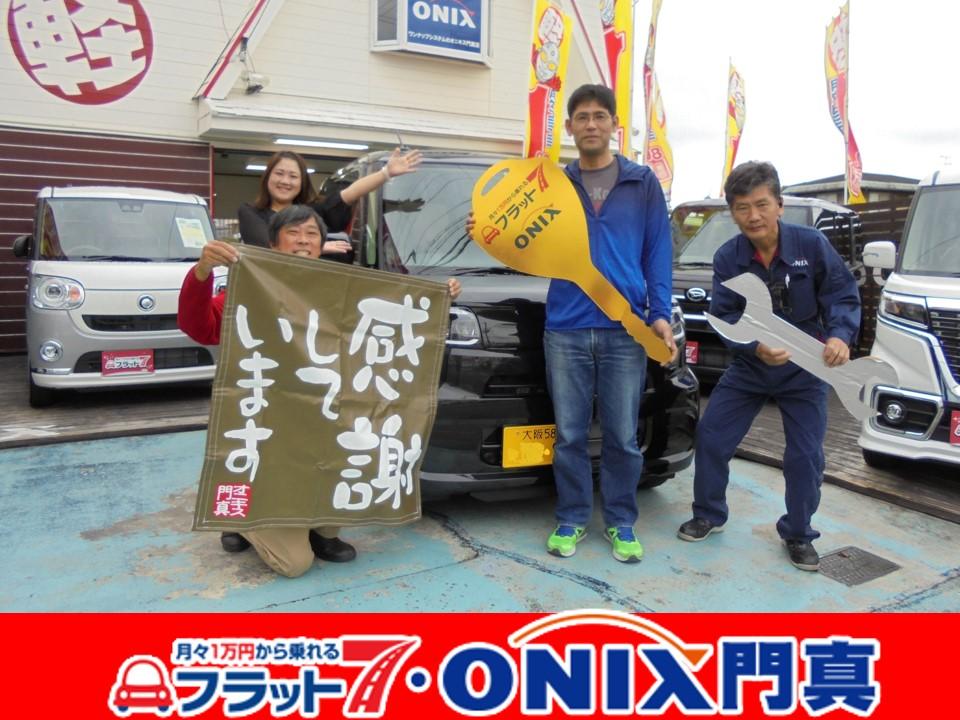 フラット7オニキス大阪門真店での納車式。笑顔が素敵な大阪府寝屋川市在住のM様です。