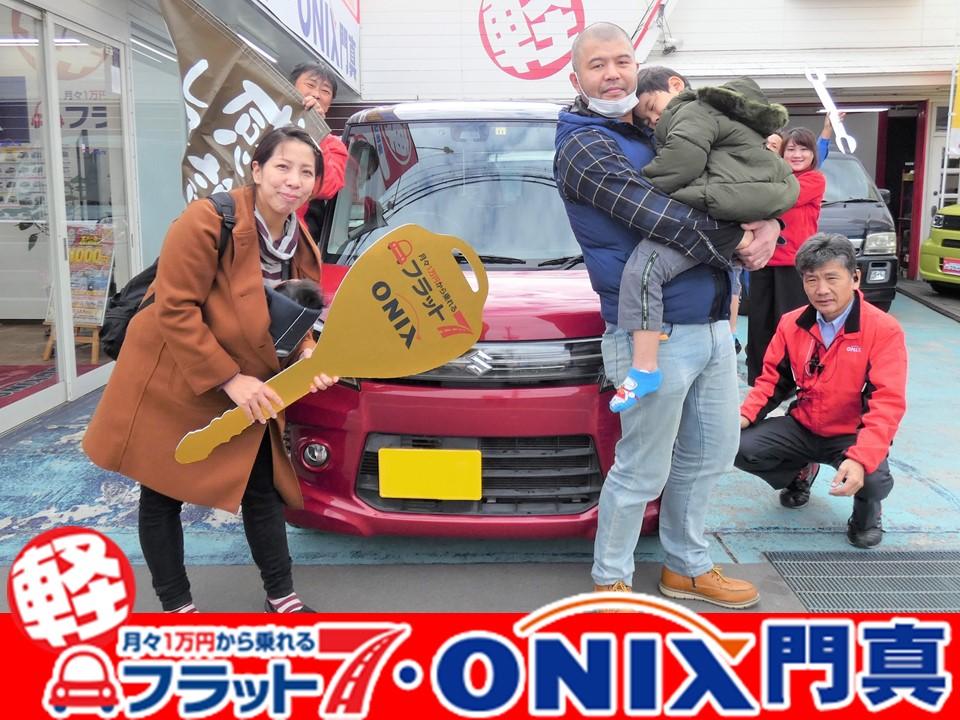 『新車リース・フラット7』にて『スペーシアカスタム』ご購入の大阪府東大阪市在住Y様の笑顔です。