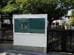 兵庫県神戸市 壁付け掲示板設置工事