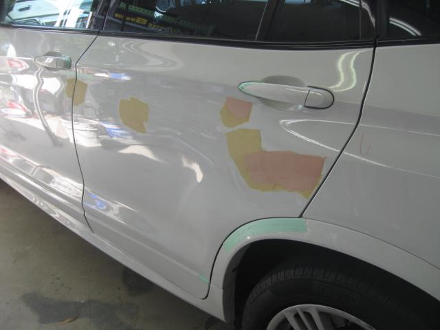 BMW パテ修正�A