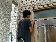 大阪府堺市美原区 玄関ドアの再塗装