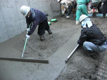 真空コンクリート アルミトンボ均し