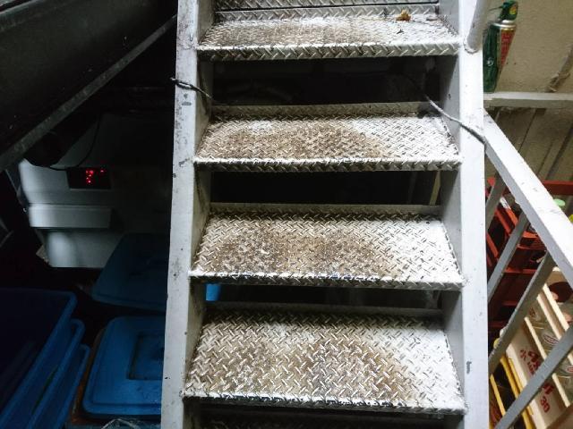 杉並区 賃貸マンション 避難階段 床面洗浄