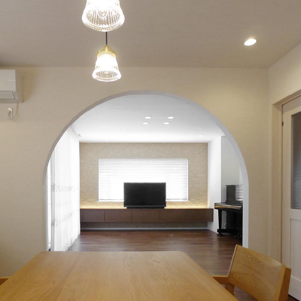一戸建てデザインリフォーム(LDK アーチ壁)