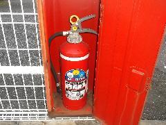 埼玉県川口の飲食店様 | 誘導灯バッテリーと消火器の交換作業事例