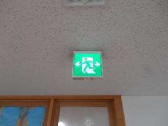 行田市の物件で誘導灯の交換を行いました。