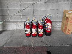 埼玉県行田市の工場で自動火災報知設備の差動式スポット型感知器と消火器の交換作業
