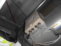 埼玉県鴻巣市の工場で防火シャッター危害防止装置の中継器用バッテリーの交換作業