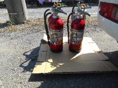 埼玉県川島町の工場で消火器の交換作業