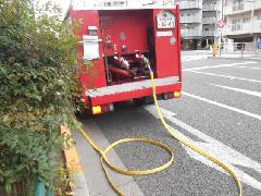 東京都台東区のマンションで誘導灯の階段通路灯と連結送水管の配管耐圧試験を実施