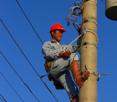 店舗や工場など新規の電力引き込み工事