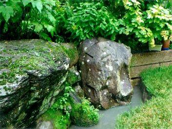 小島地の石