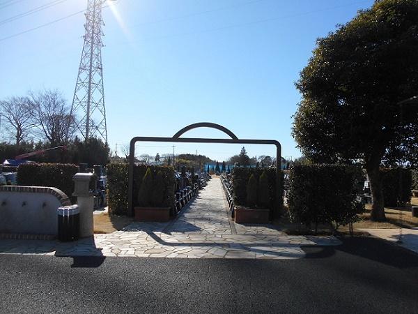 園内墓域入り口
