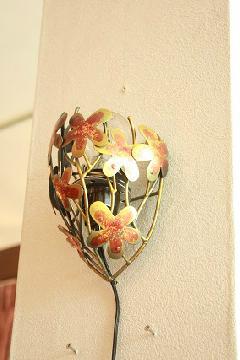 アイアン ウォールランプシェード(壁掛け照明/ブラケットライト)赤い花/ゴールド